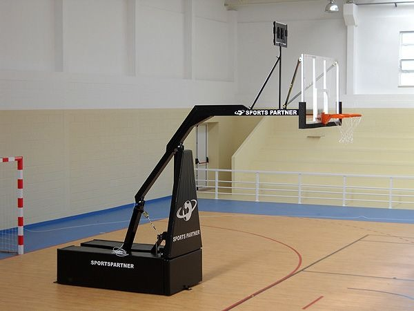 Мобилни Баскетболни Кошове от висок клас за спортни зали