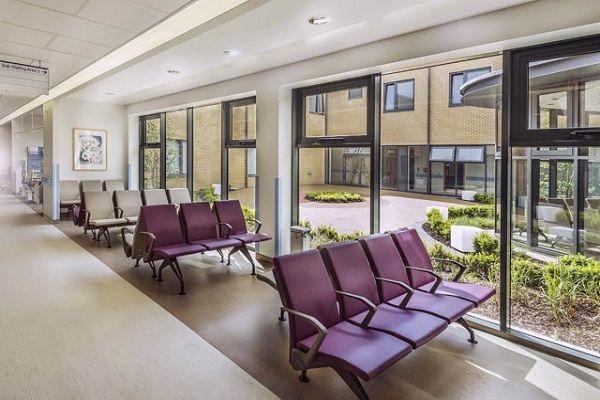 Луксозни пейки за медицински център