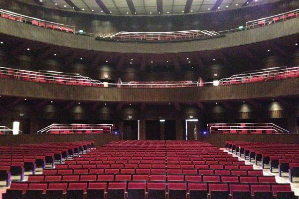 Тапицирани шумопоглъщащи столове за опера