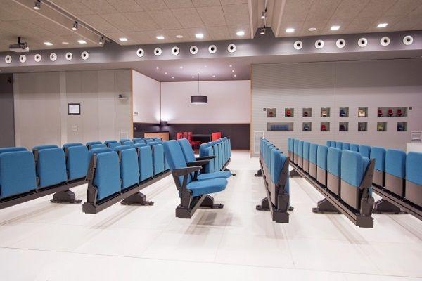 Тапицирани подвижни столове за музей на релси цена
