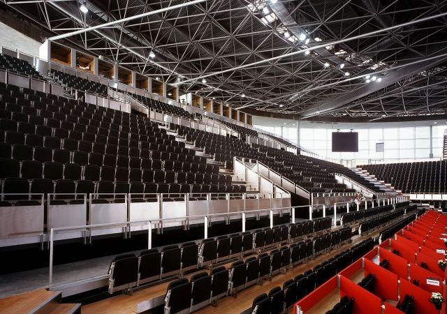 луксозни седалки за спортни зали