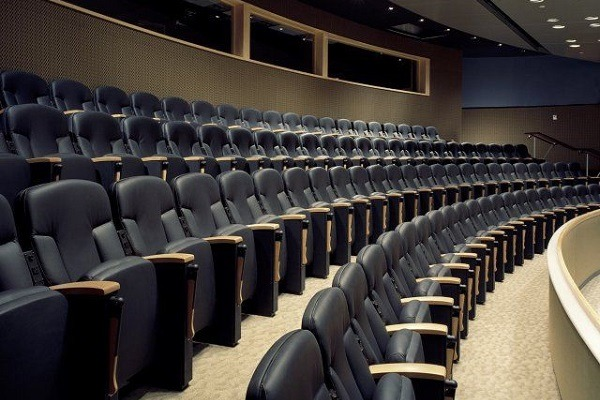 Луксозни столове за конферентен център от най-висок клас