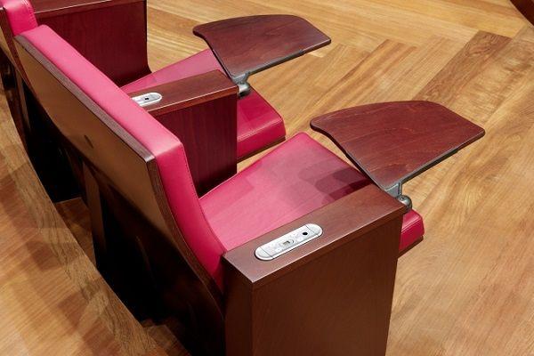 Луксозни тапицирани кожени столове за общини